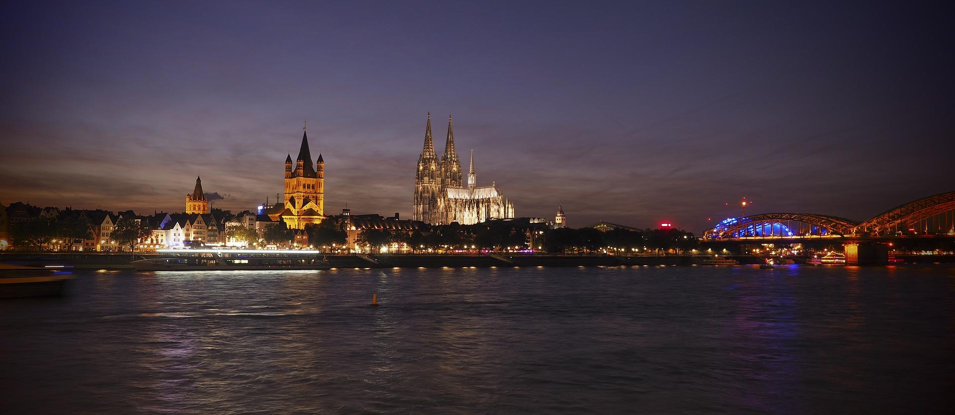 kölner altstadt bei nacht panorama kölner dom haxenhaus restaurant